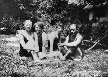 with Nina, Gertrud and Arnold Schönberg, 1923